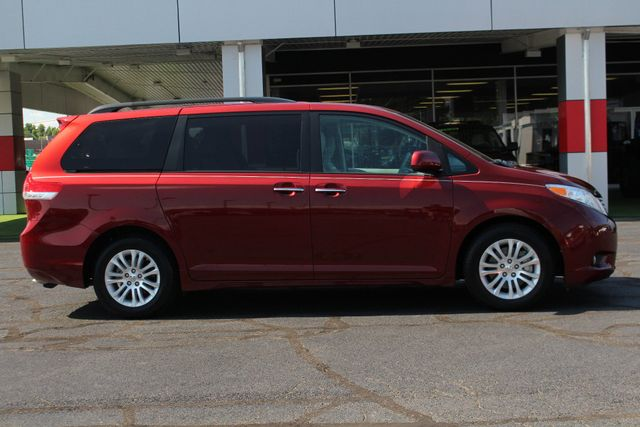 2011 Toyota Sienna XLE FWD - NAVIGATION - SUNROOF - HEATED LEATHER! Mooresville , NC 14
