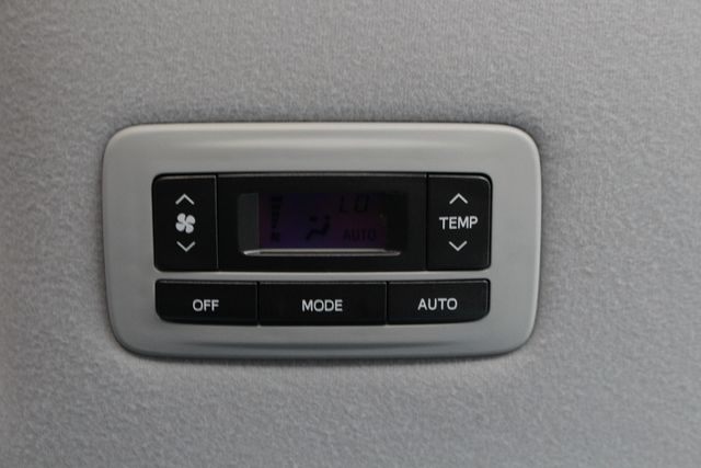 2011 Toyota Sienna XLE FWD - NAVIGATION - SUNROOF - HEATED LEATHER! Mooresville , NC 30