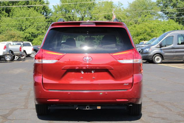2011 Toyota Sienna XLE FWD - NAVIGATION - SUNROOF - HEATED LEATHER! Mooresville , NC 16