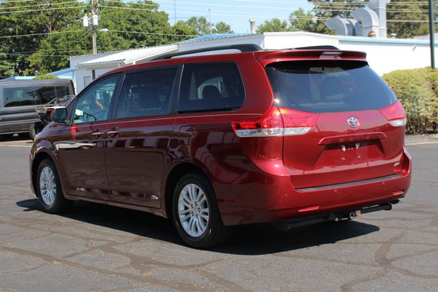2011 Toyota Sienna XLE FWD - NAVIGATION - SUNROOF - HEATED LEATHER! Mooresville , NC 23