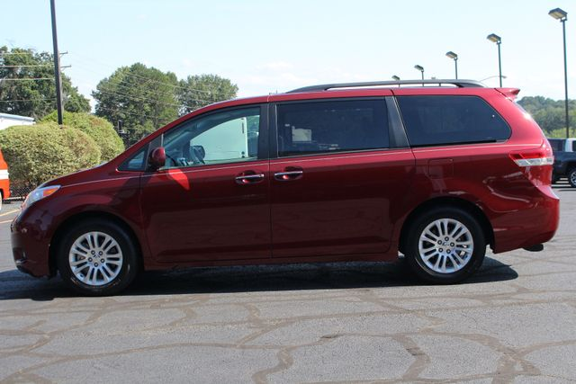 2011 Toyota Sienna XLE FWD - NAVIGATION - SUNROOF - HEATED LEATHER! Mooresville , NC 13