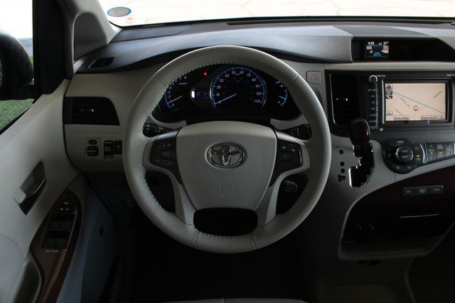 2011 Toyota Sienna XLE FWD - NAVIGATION - SUNROOF - HEATED LEATHER! Mooresville , NC 6