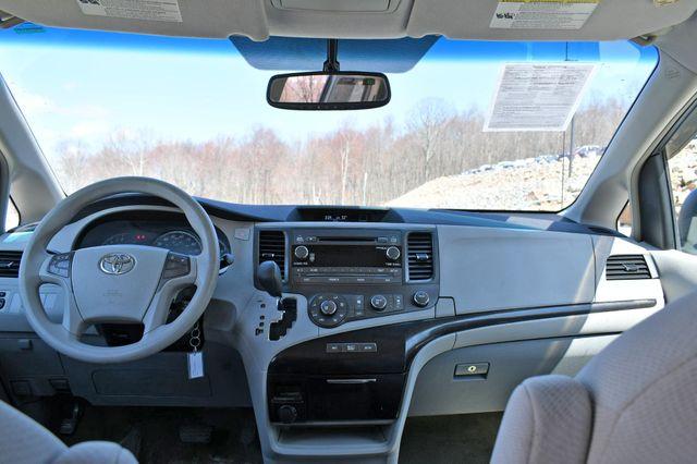 2011 Toyota Sienna LE AWD Naugatuck, Connecticut 14