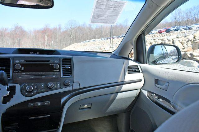 2011 Toyota Sienna LE AWD Naugatuck, Connecticut 15