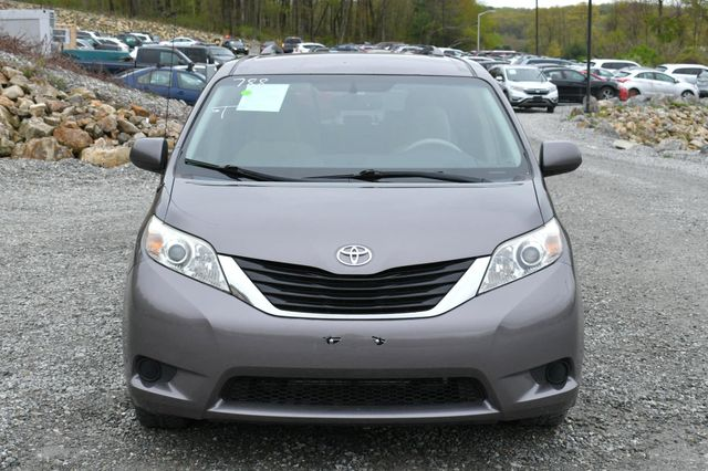 2011 Toyota Sienna LE Naugatuck, Connecticut 9
