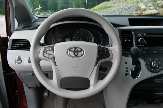 2011 Toyota Sienna LE Naugatuck, Connecticut 20