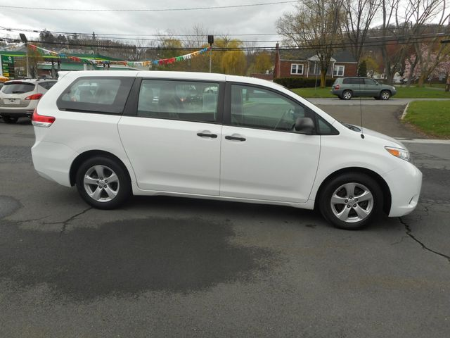 2011 Toyota Sienna New Windsor, New York 7