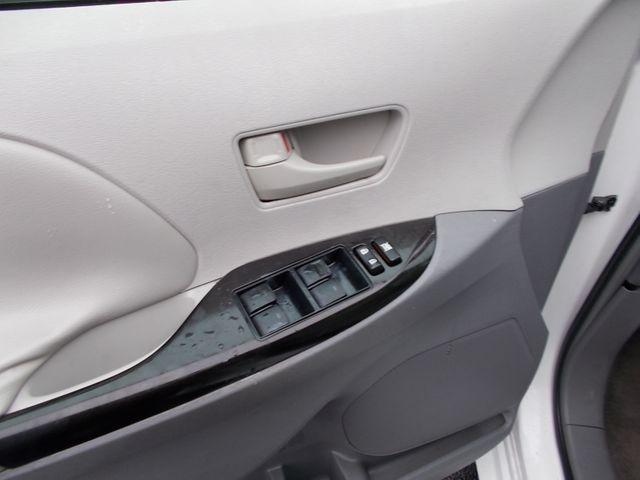 2011 Toyota Sienna LE AAS Shelbyville, TN 25