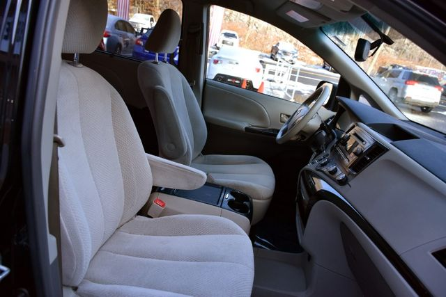 2011 Toyota Sienna 5dr 8-Pass Van V6 LE Waterbury, Connecticut 18