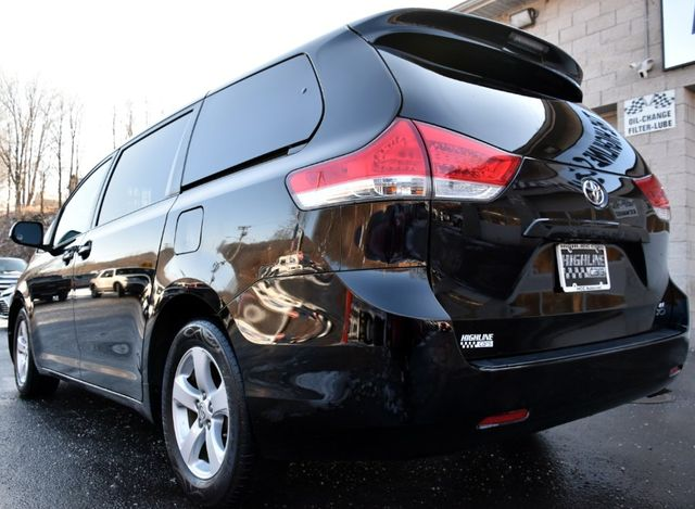 2011 Toyota Sienna 5dr 8-Pass Van V6 LE Waterbury, Connecticut 3
