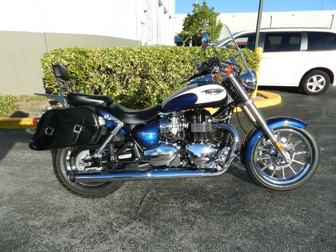 2011 Triumph America Two Tone Only 840 miles! EXCELLENT CONDITION! in Hollywood, Florida