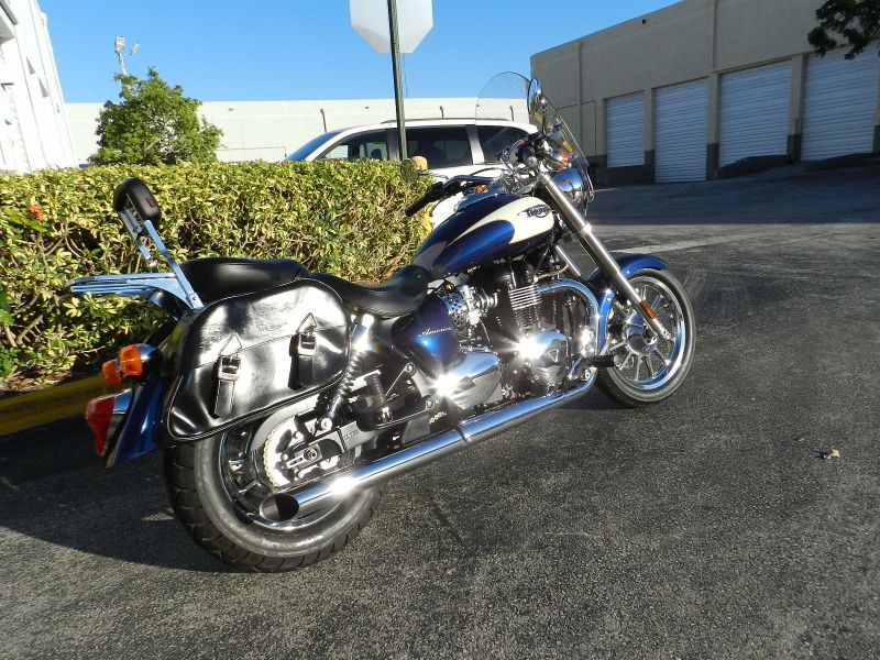2011 Triumph America Two Tone Only 840 miles EXCELLENT CONDITION  city Florida  MC Cycles  in Hollywood, Florida