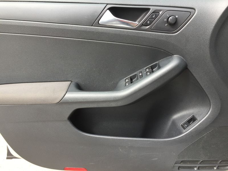 2011 Volkswagen Jetta   Brownsville TX  English Motors  in Brownsville, TX