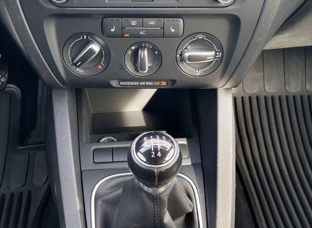 2011 Volkswagen Jetta SE w/Convenience & Sunroof in Louisville, TN 37777