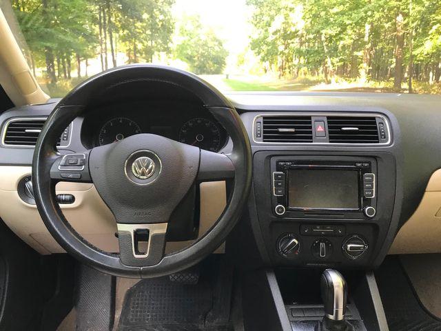 2011 Volkswagen Jetta SE w/Convenience & Sunroof PZEV Ravenna, Ohio 8