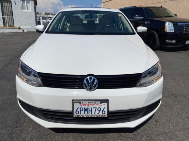 2011 Volkswagen Jetta SE w/ Pioneer Bluetooth Touch Screen - Automatic 6-Spd w/Overdrive & Tiptronic - 91K