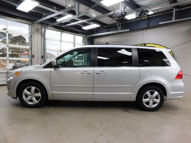 2011 Volkswagen Routan SE in Airport Motor Mile ( Metro Knoxville ), TN 37777