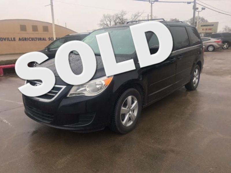2011 Volkswagen Routan SE | Ft. Worth, TX | Auto World Sales LLC in Ft. Worth TX
