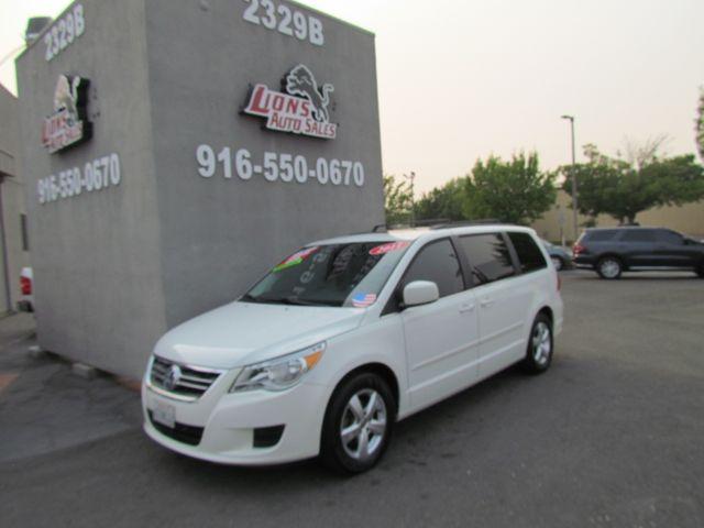 2011 Volkswagen Routan SEL w/Navigation in Sacramento, CA 95825