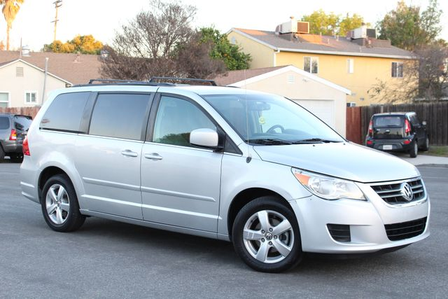 2011 Volkswagen ROUTAN SE LEATHER ALLOY WHEELS SERVICE RECORDS in Woodland Hills, CA 91367