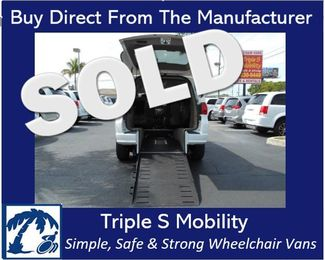 2011 Volkswagen Routan Se Wheelchair Van Handicap Ramp Van Pinellas Park, Florida