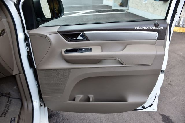 2011 Volkswagen Routan SEL Premium Waterbury, Connecticut 22