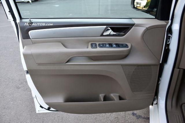 2011 Volkswagen Routan SEL Premium Waterbury, Connecticut 23