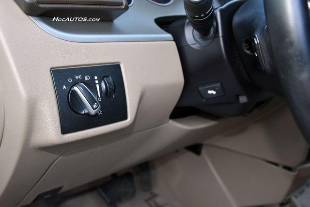 2011 Volkswagen Routan SEL Premium Waterbury, Connecticut 25