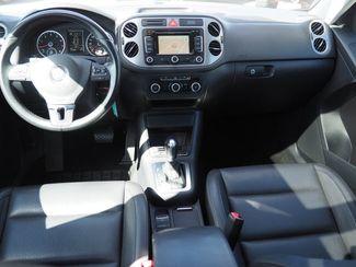 2011 Volkswagen Tiguan SE 4Motion wSunroof & Navi Englewood, CO 10