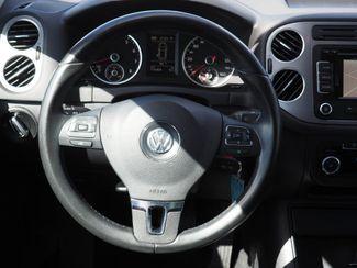 2011 Volkswagen Tiguan SE 4Motion wSunroof & Navi Englewood, CO 11