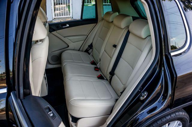2011 Volkswagen Tiguan SE w/Sunroof Navi in Reseda, CA, CA 91335
