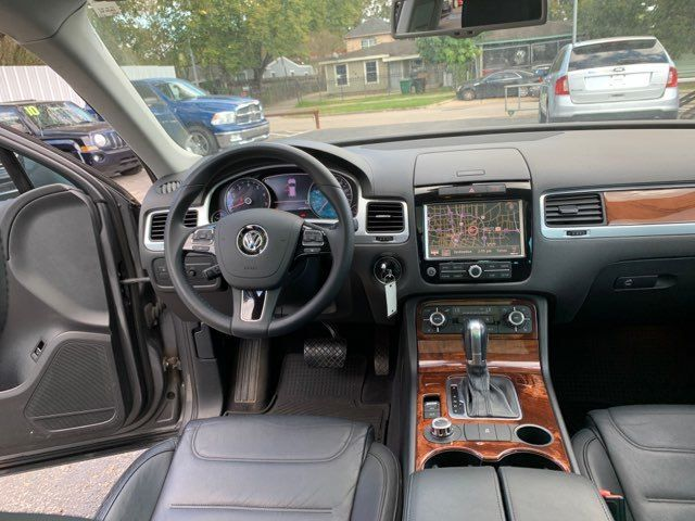 2011 Volkswagen Touareg Lux in Houston, TX 77020