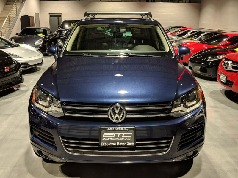 2011 Volkswagen Touareg Lux  Lake Forest IL  Executive Motor Carz  in Lake Forest, IL