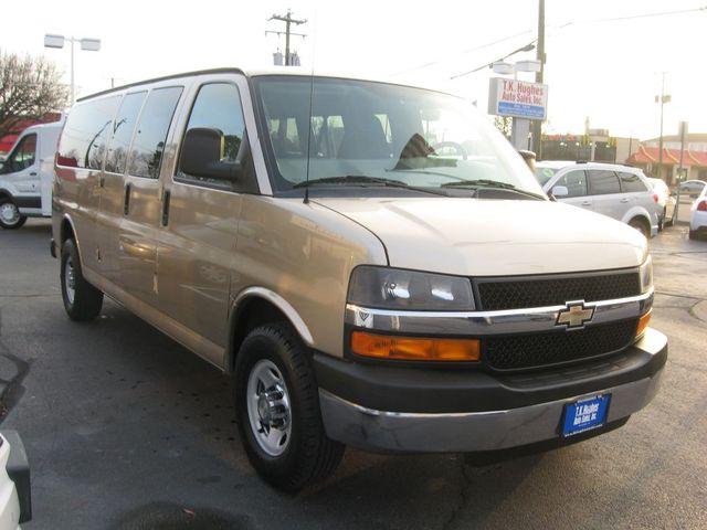 2012 Chevrolet Express Passenger 1LT Richmond, Virginia 3