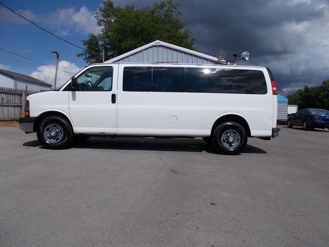 2012 Chevrolet Express Passenger 1LT Shelbyville, TN 1