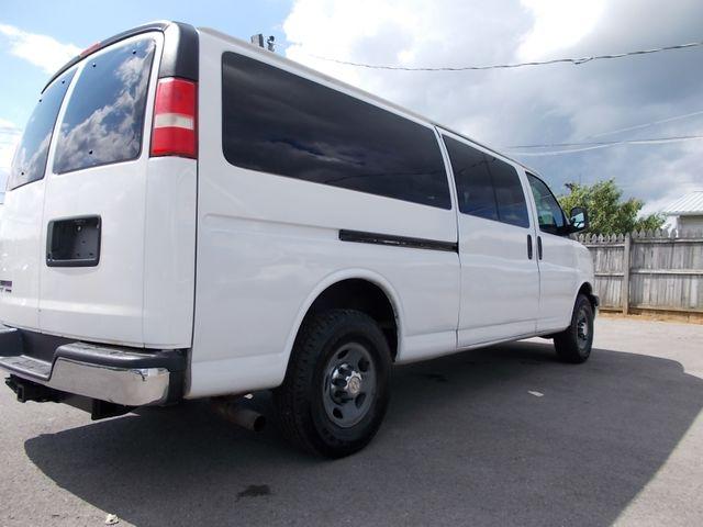 2012 Chevrolet Express Passenger 1LT Shelbyville, TN 11