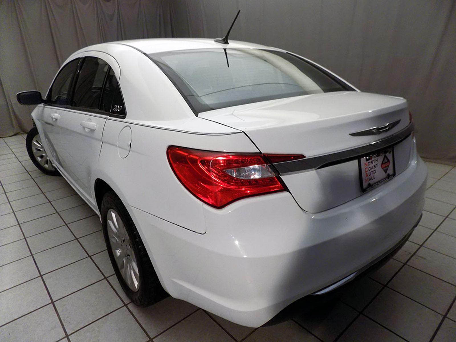 Chrysler 200: LOW