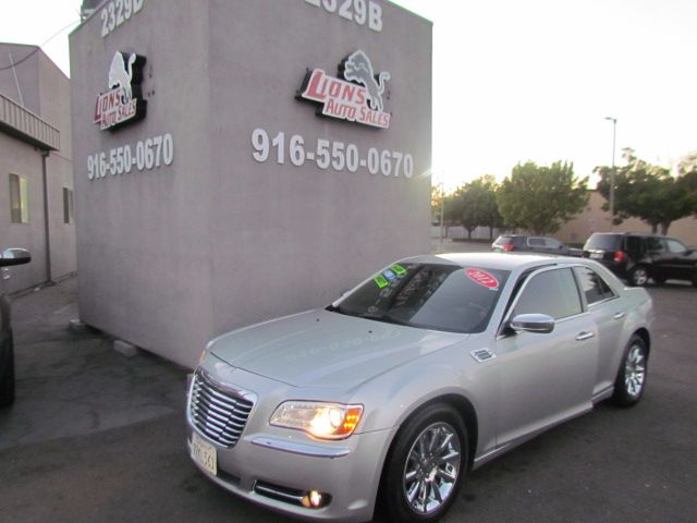 2012 Chrysler 300 Limited /Extra clean
