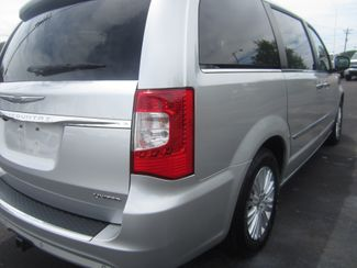 2012 Chrysler Town & Country Limited Batesville, Mississippi 13
