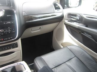 2012 Chrysler Town & Country Limited Batesville, Mississippi 27