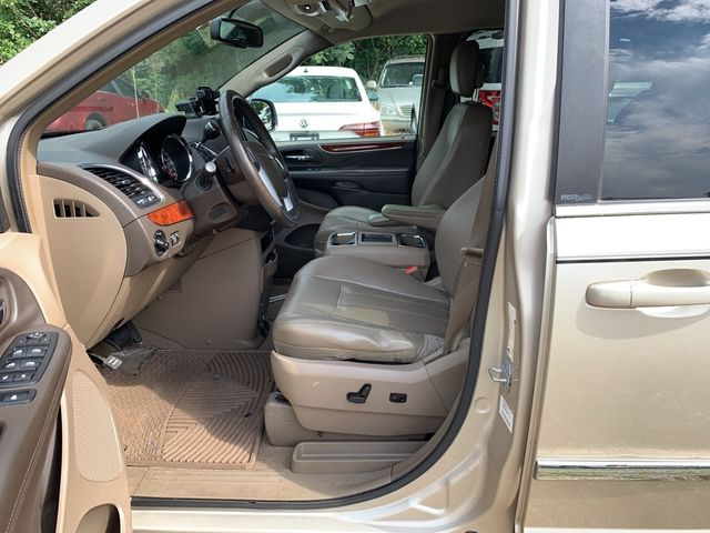 2012 Chrysler Town & Country Touring Madison, NC 8