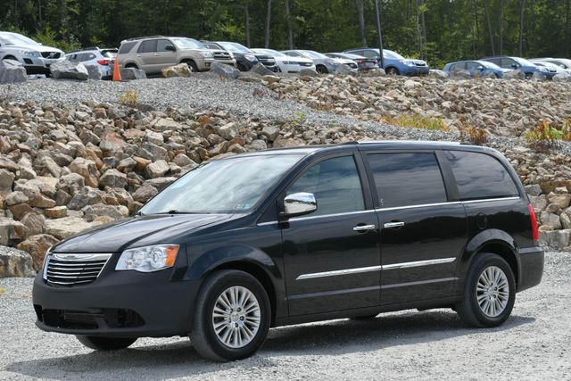 2012 Chrysler Town & Country Limited Naugatuck, Connecticut