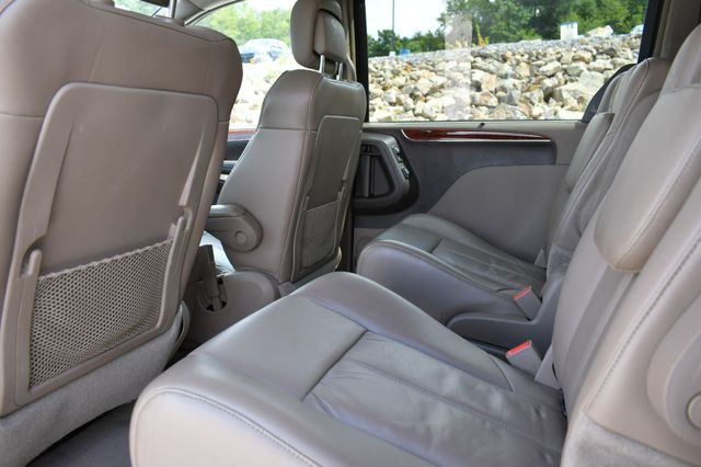 2012 Chrysler Town & Country Limited Naugatuck, Connecticut 4