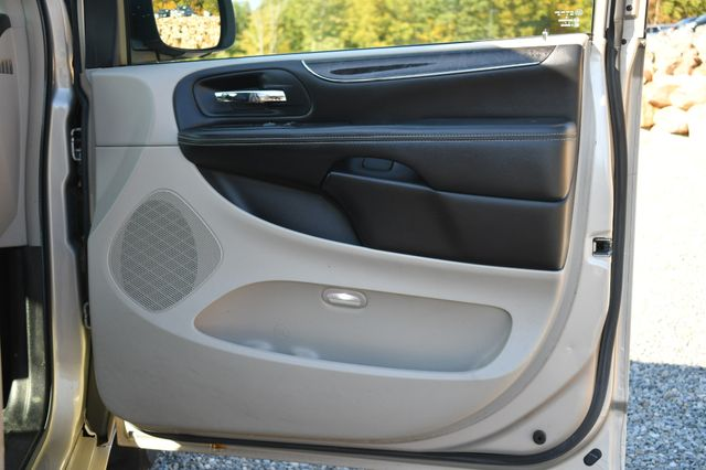 2012 Chrysler Town & Country Touring Naugatuck, Connecticut 10