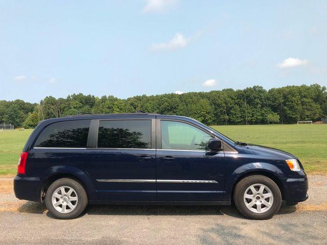 2012 Chrysler Town & Country Touring Ravenna, Ohio 4
