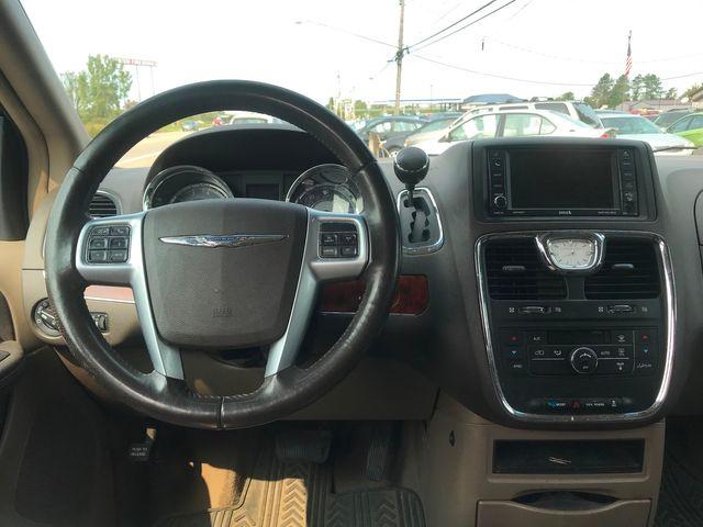2012 Chrysler Town & Country Touring Ravenna, Ohio 9