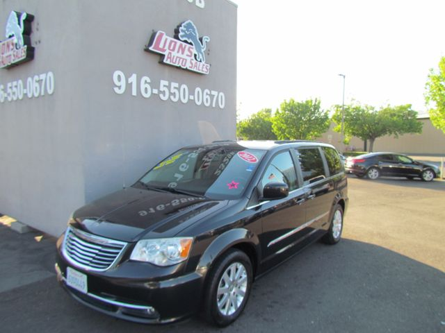 2012 Chrysler Town & Country Touring Loaded sharp
