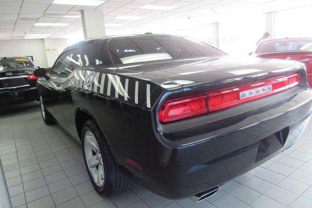 2012 Dodge Challenger SXT Chicago, Illinois 4