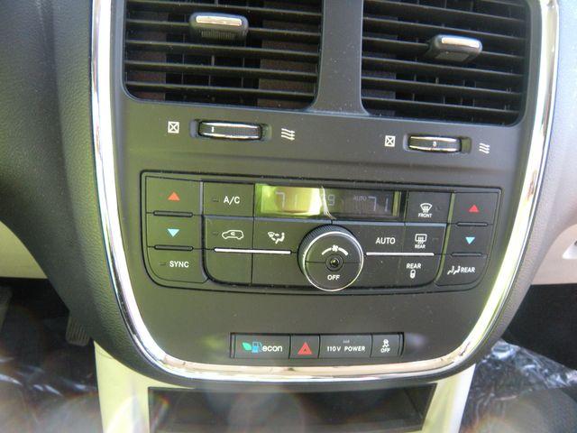 2012 Dodge Grand Caravan Crew Chesterfield, Missouri 25