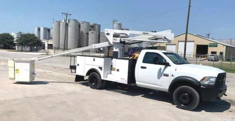 2012 Dodge RAM 5500 VERSALIFT 45FT 4X4  LOW MILES     city TX  North Texas Equipment  in Fort Worth, TX